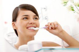 De norm van mondverzorging interdentale reiniging